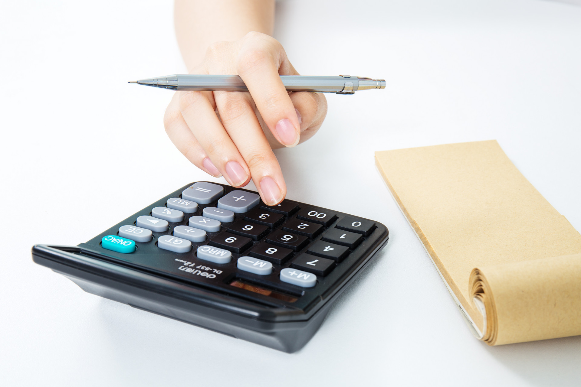 企业不缴纳社保只补现金,员工是赚了还是亏了?